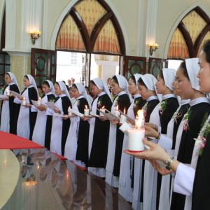 Xin cho các tu sĩ được ơn trung thành trong đời tu