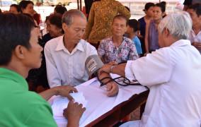 Tin ảnh: Ban Caritas Hạt Bình Giả tổ chức khám bệnh