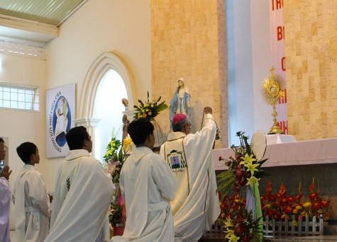 Giáo xứ Lam Sơn: Chầu Thánh Thể thay Giáo phận