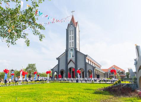 Giáo xứ Bông Trang: Thánh lễ Cung hiến Nhà thờ và Bàn thờ – Ngày 01.5.2016