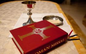 Bộ Phụng tự chưa thông qua bản dịch tiếng Pháp Sách lễ Roma