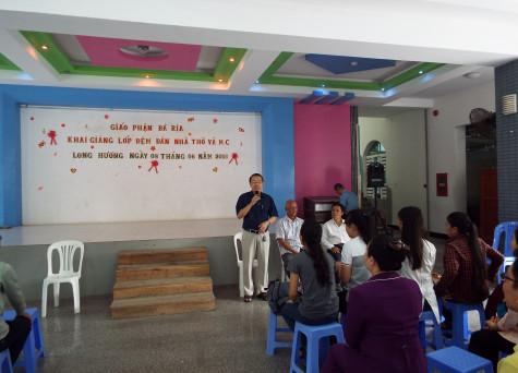 Giáo xứ Long Hương: Ban Thánh nhạc Giáo phận Bà Rịa khai giảng Khóa Đệm đàn nhà thờ và MC hè 2016