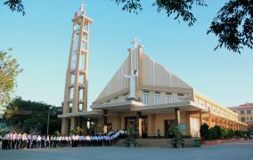 Tin ảnh: Giáo xứ Chu Hải: Thánh lễ Tốt nghiệp và Rước lễ Bao đồng cho 115 em thiếu nhi