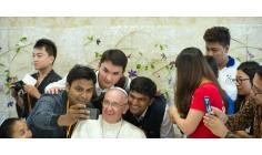 Đức Thánh Cha lắng nghe và nói với các bạn trẻ tại Roma, 08.4.2017