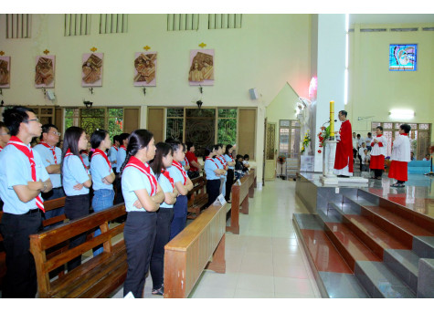 Giáo xứ Dũng Lạc: Thánh lễ mừng Bổn mạng và kỷ niệm Ngân khánh thành lập Giáo lý viên giáo xứ