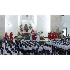 Giáo xứ Tân Phước: Đức Cha Emmanuel ban Bí tích Thêm sức cho 97 thiếu nhi