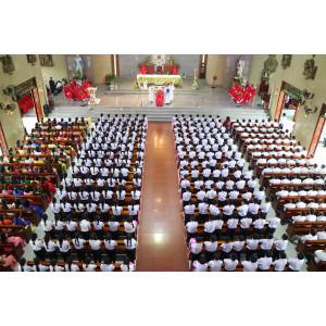 Giáo xứ Phước Lâm: Đức cha Emmanuel ban Bí tích Thêm sức cho 257 thiếu nhi