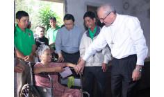 Đức Tổng Giám mục Leopoldo Girelli thăm viếng một số gia đình có hoàn cảnh đặc biệt tại Giáo phận Bà Rịa