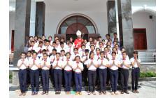Giáo xứ Hòa Sơn: Đức Cha Emmanuel ban Bí Tích Thêm Sức cho 57 em thiếu nhi