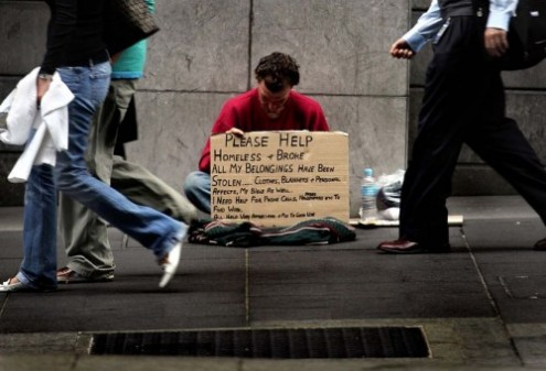 Homeless-man-ignored-Should-Christians-give-to-the-poor-e1352977434256