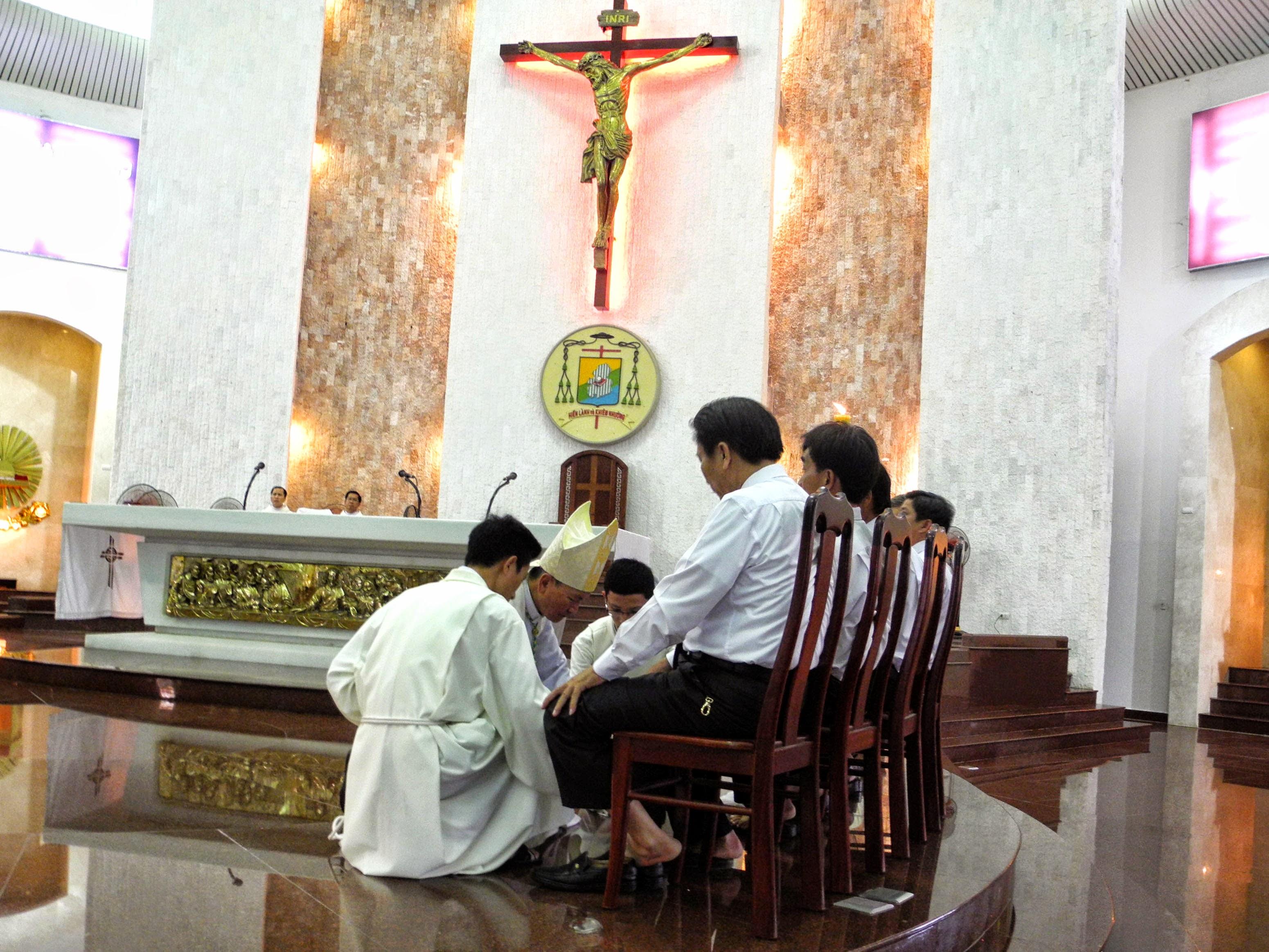 Đức Giám mục chủ sự Thánh lễ Tiệc ly  tại Nhà thờ Chánh tòa Bà Rịa