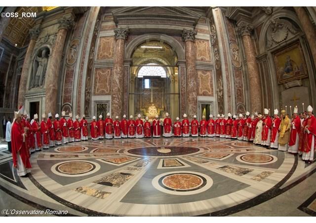 Đức Thánh Cha làm phép Pallium cho 46 Tổng Giám Mục chính tòa