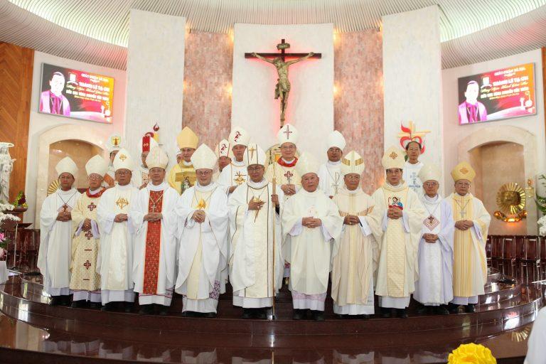 Giáo phận Bà Rịa: Thánh lễ Tạ ơn mừng Ngân khánh Giám mục Đức cha Tôma Nguyễn Văn Trâm