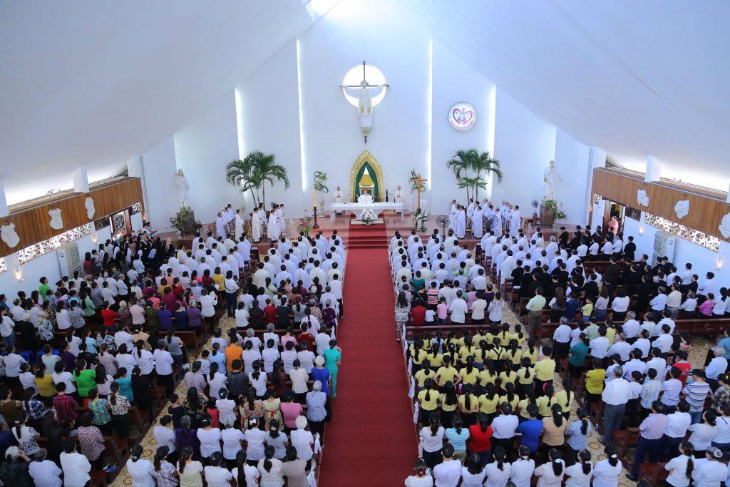 Đền Thánh Đức Mẹ Bãi Dâu: Linh mục đoàn Giáo phận Bà Rịa mừng lễ Thánh Tâm Chúa Giêsu