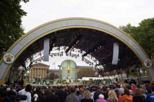 """Đức Thánh Cha Phanxicô cử hành Thánh lễ Bế mạc Đại hội Thế giới các Gia đình lần thứ VIII: """"Gia đình chính là nơi đức tin trở thành đời sống, và đời sống trở thành đức tin"""""""
