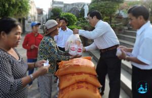 Giáo xứ Tân Phước: Phát quà mừng xuân cho các hộ có hoàn cảnh khó khăn