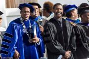 Denzel Washington kêu gọi người trẻ đừng xấu hổ khi chia sẻ đức tin của mình trên các trang mạng xã hội