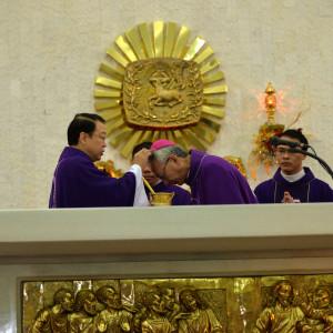 Giáo xứ Chánh Tòa Bà Rịa: Đức Giám mục giáo phận cử hành lễ Tro- Khai mạc Mùa Chay thánh 2018