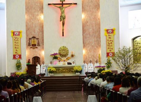 Đức Cha Tôma Nguyễn Văn Trâm cử hành thánh lễ cầu bình an cho năm mới 2018 tại Nhà thờ Chánh Tòa Bà Rịa
