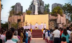 Tin Ảnh: Giáo xứ Quảng Nghệ: Thánh lễ mừng Bổn Mạng Giáo xứ và làm phép 14 Chặng Đàng Thánh Giá