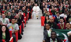 Hướng đến Thượng Hội đồng Giám mục về Giới trẻ: Đức Thánh Cha Phanxicô trả lời những câu hỏi của người trẻ
