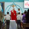 Tin ảnh: Đức cha Emmanuel cử hành phụng vụ chiều thứ Sáu Tuần Thánh tại Nhà thờ Sông Xoài - Giáo họ Mông Triệu