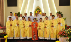 Tin ảnh: Gx. Vinh Trung: Tân Linh mục Gioan Baotixita Nguyễn Duy Hành dâng lễ tạ ơn