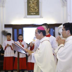 Đức Giám mục tân cử Giuse Nguyễn Đức Cường tuyên xưng Đức Tin trong Thánh lễ kính trọng thể sinh nhật thánh Gioan Tẩy giả