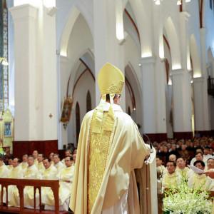 Đức Tổng Giám mục Marek Zalewski giảng lễ tại Hà Nội