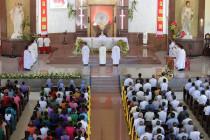 Giáo xứ Bình Châu: Chầu Thánh Thể thay Giáo phận