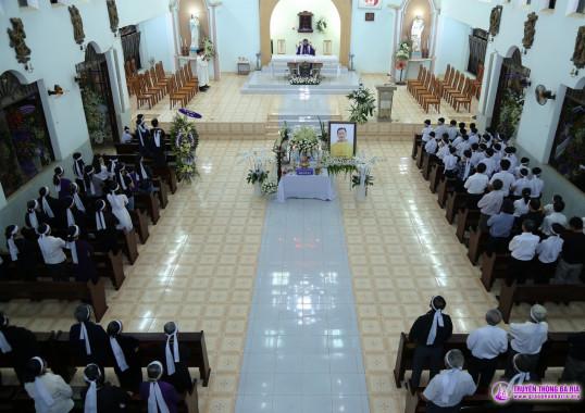 Tin ảnh: Lễ tang Cha Phêrô: Kính viếng, Thứ Sáu ngày 02.11.2018