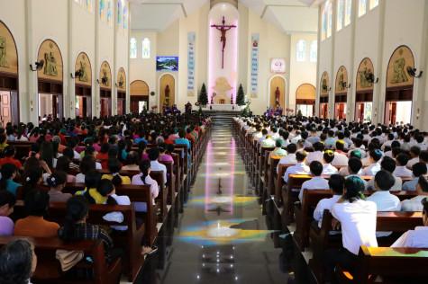 Giáo Họ Biệt Lập Phú Vinh: Chầu Thánh Thể thay Giáo phận 2018