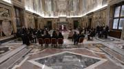 ĐTC tiếp kiến 8 tân Đại Sứ cạnh Tòa Thánh