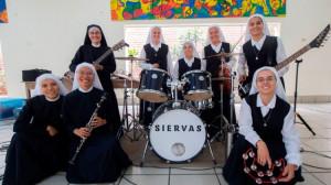 Ban nhạc rock của các nữ tu Siervas sẽ trình diễn tại Panama