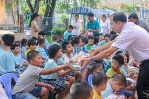 Caritas Hạt Bình Giã thăm viếng và tặng quà Xuân cho các trẻ em bất hạnh và các cụ già neo đơn
