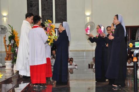 Tin ảnh: Gx. Vinh Trung: Thánh tễ tạ ơn mừng 25 năm thành lập Dòng Chúa Quan Phòng và Kỷ niệm 25 năm Khấn Dòng