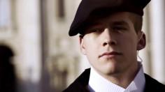 """Mũ mới và Video """"Tự Truyện Đội Vệ Binh Thuỵ Sĩ của Đức Giáo Hoàng"""