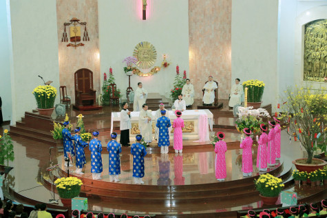 Gx. Chánh Tòa Bà Rịa: Đức Cha Emmanuel dâng thánh lễ minh niên cầu bình an cho năm mới Kỷ Hợi 2019