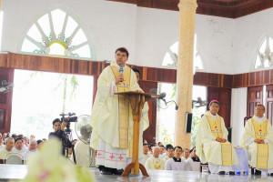 Đức Tổng Giám mục Marek Zalewski - Đại diện Tòa Thánh chúc mừng Giáo phận Hà Tĩnh