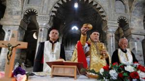 """Thánh lễ """"giao hòa"""" đầu tiên trong nhà thờ Công giáo Syro của Mosul sau cuộc xung đột"""