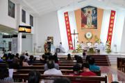 Tin ảnh: Gx.Tân Châu: Đức cha Emmanuel dâng lễ Phục Sinh cho người ngoại quốc