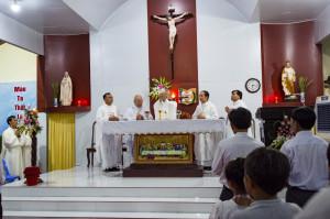 Đức Giám mục Giáo phận cử hành Lễ Tiệc Ly tại Giáo họ Hòa Vinh
