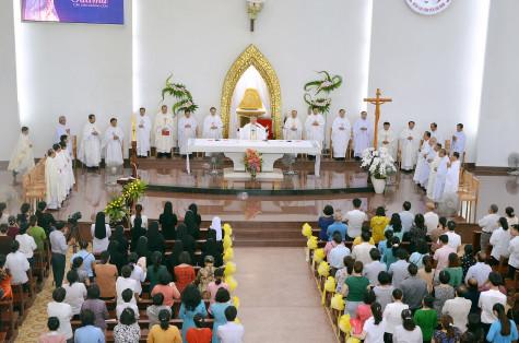 Tin ảnh: Đền Thánh Đức Mẹ Bãi Dâu: Cử hành phụng vụ kính Mẹ Fatima