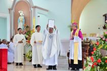 Video: Gx. Đức Hiệp: Nghi thức nhận xứ và thánh lễ tạ ơn