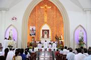 Tin ảnh: Gx. Long Toàn: Chầu Thánh Thể thay giáo phận 2019