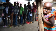 Huynh đoàn thánh Carlo và cha Luca Montini mang niềm hy vọng cho những người nghèo ở Kenya