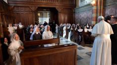 Tu phục tu sĩ làm chứng, thu hút và khuyến khích loan báo Tin Mừng