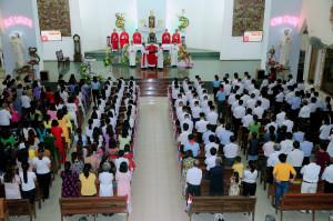 Tin ảnh: Gx. Dũng Lạc: Thánh lễ ban Bí tích Thêm Sức cho 53 em thiếu nhi
