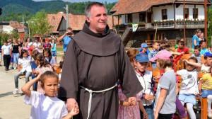 Đời sống chứng tá của cha Csaba Bojte trong việc chăm sóc trẻ bị bỏ rơi ở Transilvania