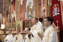 TGP.HÀ NỘI: Đức TGM Giuse Vũ Văn Thiên chính thức mang dây pallium - Biểu tượng của sự hiệp nhất và sứ vụ
